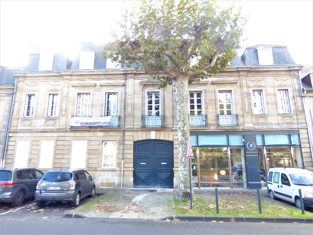 EXCLUSIVITE  MOULINS TRES BEL APPARTEMENT DE TYPE 3